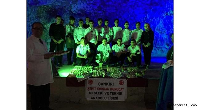 5 bin yıllık tuz mağarasında ders verildi