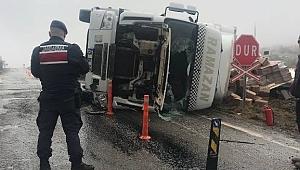 Korgun-Hocahasan Tren Geçidinde Tır Devrildi 1 Yaralı