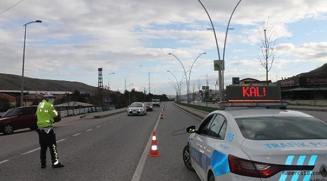 Çankırı'da Giriş Ve Çıkışlar Emniyet, Jandarma Ekipleri Tarafından Kontrol Ediliyor
