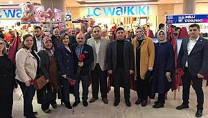 MHP Çankırı İl Başkanlığı 8 Mart Dünya Kadınlar Gününü Karanfil Dağıtarak Kutladı