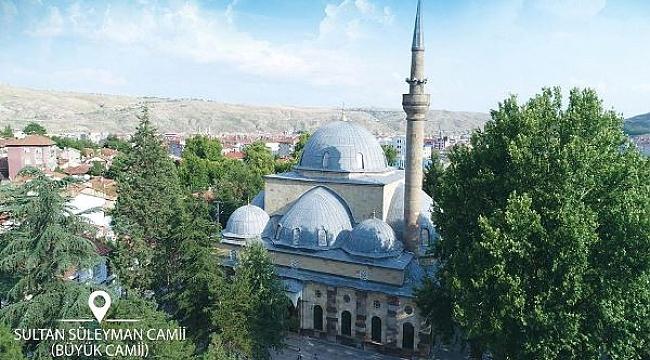 74 Gündür Kılınamayan Cuma Namazı Belirlenen Camii Avlularında Kılındı