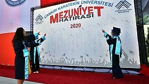 Çankırı Karatekin Üniversitesi'nde Koronavirüs Tedbirleri Altında Mezuniyet Töreni
