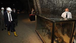 Vali Ayaz Tuz Mağarasında İncelemelerde Bulundu