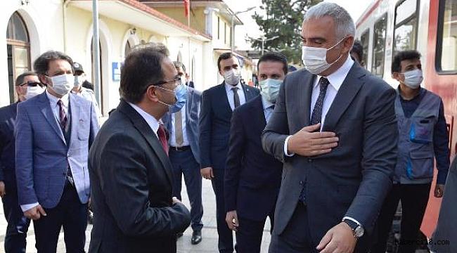 Bakan Ersoy Karaelmas Ekspresi ile Çankırı'ya Geldi