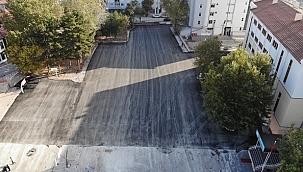 Çankırı Belediyesi İsmet İnönü Ortaokulu Bahçesini Asfaltladı