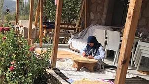 Çankırılı Ev Hanımı Zehra Yenigürbüz Tablet İhtiyacı Olan Öğrencilere Tablet Hediye Etti