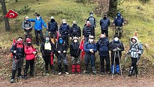 Sporcular Ilgaz Dağında Kar Sürprizi İle Karşılaştı