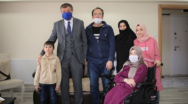 Bedensel Engelli Kızı İçin Akülü Sandalye İsteyen Babanın Hayali Gerçekleşti