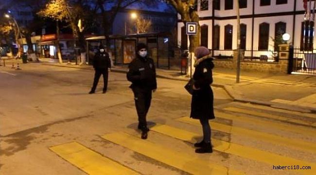 Çankırı'da Sokağa Çıkma Kısıtlamasına Uymayan 65 Kişiye Para Cezası Kesildi