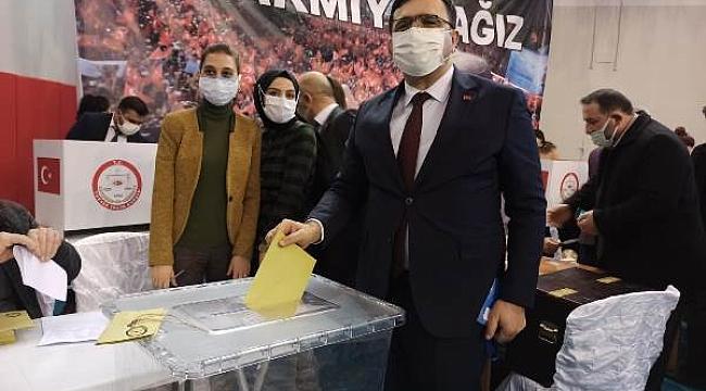 Tek Listeyle Gidilen Seçimde Avukat Abdülkadir Çelik Yeniden AK Parti İl Başkanı Seçildi