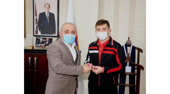 Başkan Esen, Genç Güreşçisini Ödüllendirdi