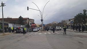 Lise Işıklı Kavşakta Yaralanmalı Trafik Kazası