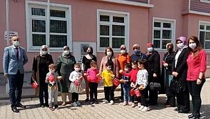 MHP Çankırı Kadın Kolları Başkanlığı Ve Çankırı Ülkü Ocakları Çocukların Yüzünü Güldürdü