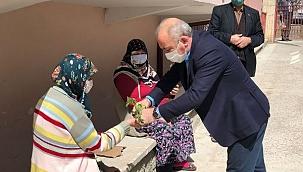 Çankırı Belediyesi Annelere Fide Dağıttı