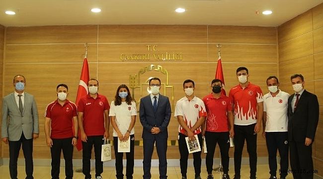Valimiz Abdullah Ayaz Başarılı Sporcularımızı Ödüllendirdi