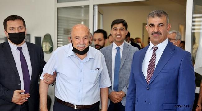 ÇAKÜ'den 50 Yıllık Akademik Çınar Prof. Dr. Mehmet Muhtar Kocakerim'e Anlamlı Jest