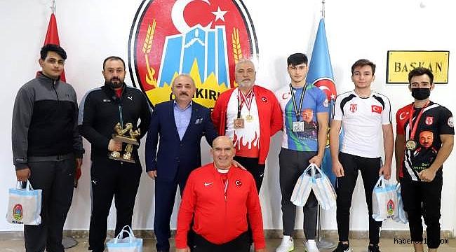 """Başkan Esen, """"Türk'ün Bileği Bükülmez"""""""