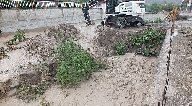Çankırı'da Sağanak Nedeniyle Bazı Ev Ve İşyerlerini Su Bastı, Yollar Göle Döndü
