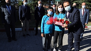 Çankırı Valisi Abdullah Ayaz'dan 18 Yaş Altına Aşı Uyarısı
