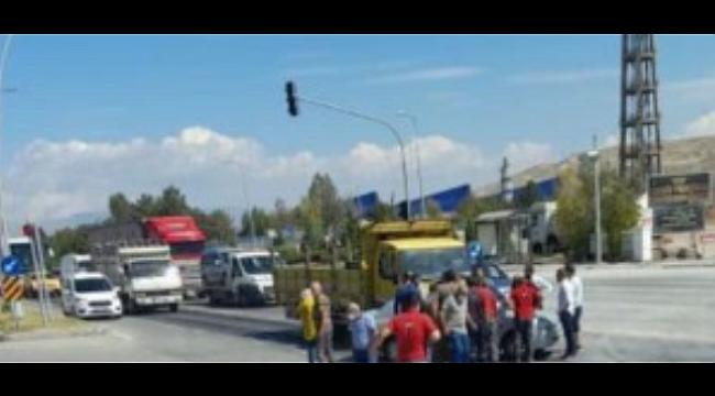 Yine Hacıali Kavşağı, Yine Trafik Kazası 2 Yaralı