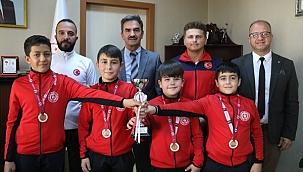 Gençlik ve Spor İl Müdürü Cimnastikçileri Ödüllendirildi