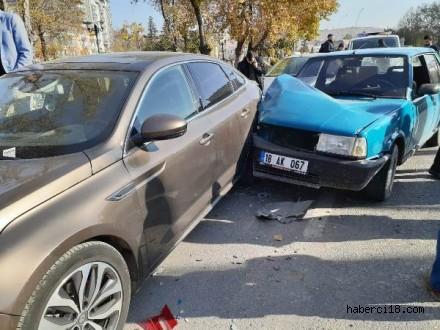 Çankırı'da Hafriyat Kamyonu İle Çarpışan Otomobil Park Halindeki Araçlara Çarptı