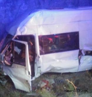 Çankırı'da Minibüs İle Traktör Çarpıştı 3 Yaralı