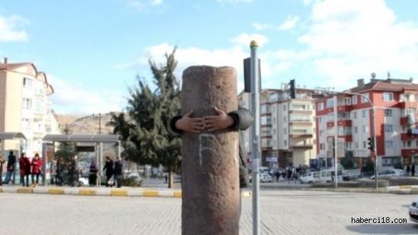 Çankırı'daki Kucaklama Taşına Yoğun İlgi