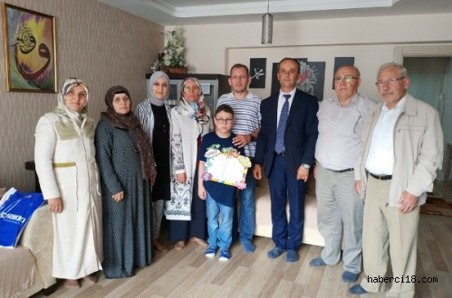 Evde Eğitim Hizmeti Alan Abdullah Emir Gökçe'nin Karne Sevinci