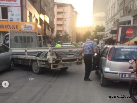 İki Araca Çarpıp Kaçan Alkollü Sürücü Gözaltına Alındı