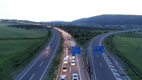 İstanbul'u Karadeniz'e Bağlayan Ve 21 İlin Geçiş Noktası Olan Kemikli Rampalarında 70 Kilometrelik Araç Kuyruğu Oluştu
