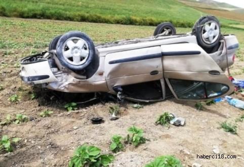 Lastiği Patlayan Otomobil Devrildi 1 Ölü 4 Yaralı